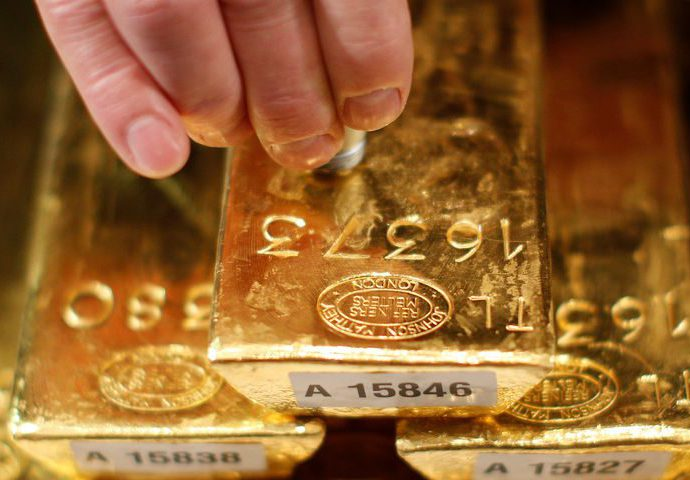 Gold eases on rising risk appetite as new virus cases fall