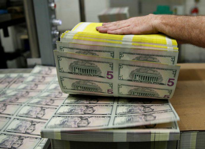 Dollar Regains Ground as Coronavirus Spreads Globally
